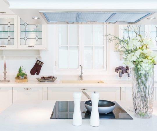モダンで明るい清潔なキッチンインテリア
